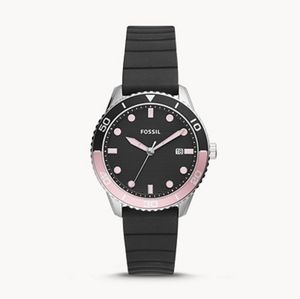🌼 NWT Fossil black silicone watch